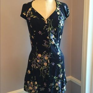 Dresses & Skirts - Floral button front dress with criss cross back
